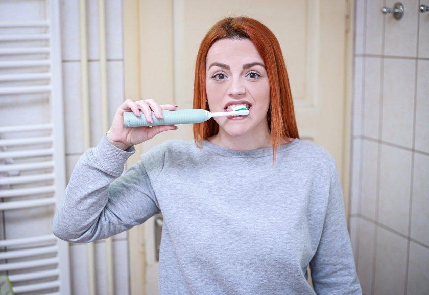 Akerboom H B M en Tjon M L M bang voor tandarts