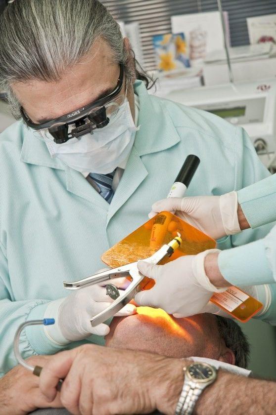Horssen A van tandarts onder narcose