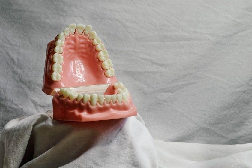 Koeveringe M J van tandarts behandelstoel