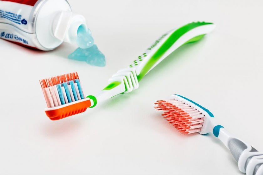 Mondhygienistes D Adolfs, M Edel en F de Reuver wanneer spoed tandarts