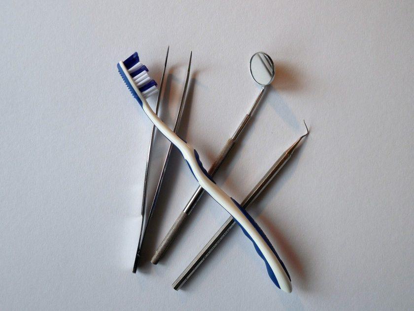 Vries P de bang voor tandarts