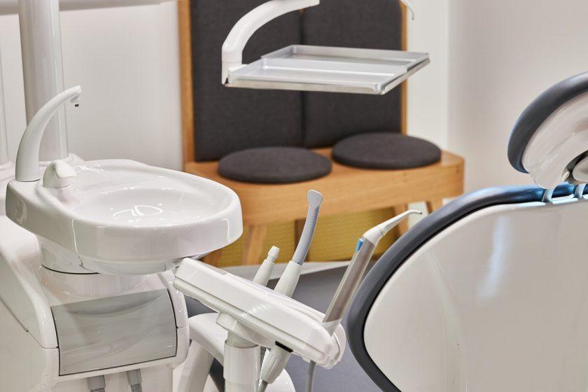 Tandarts praktijk Leens spoedhulp door narcosetandarts en tandartsen