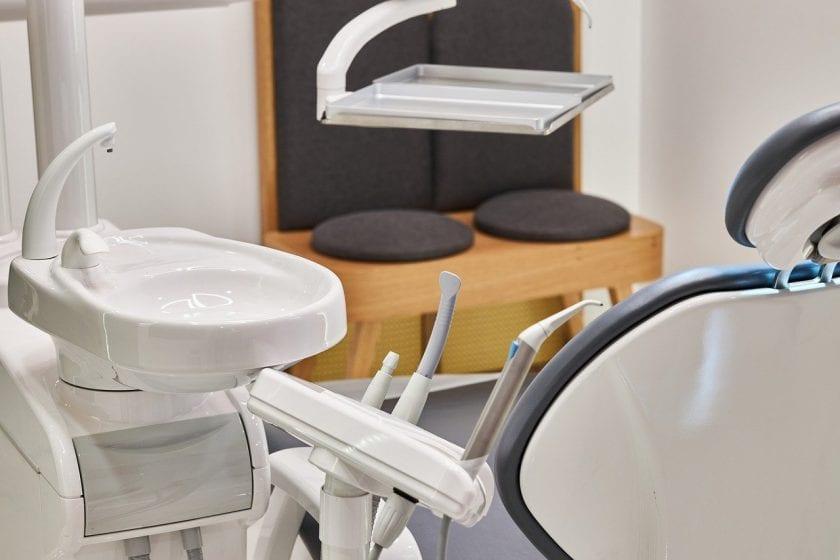 Tandarts praktijk Oosterholt spoedhulp door narcosetandarts en tandartsen